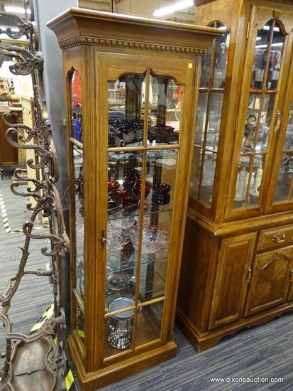 WOODEN DISPLAY CABINET; OAK DISPLAY CABINET WITH A GLASS CABINET DOOR WITH WOOD DETAILING AND A