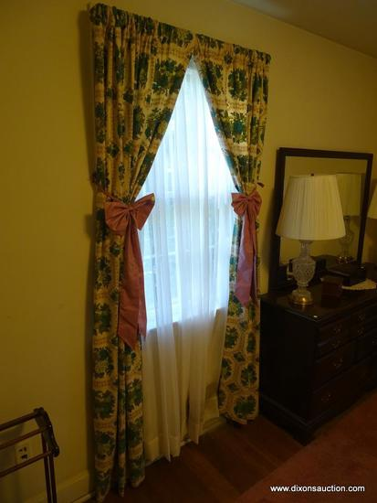 (BR) LOT OF HOUSE CURTAINS; 15 CURTAIN LOT OF ALL THE CURTAINS IN THE HOUSE TO INCLUDE CURTAINS OF