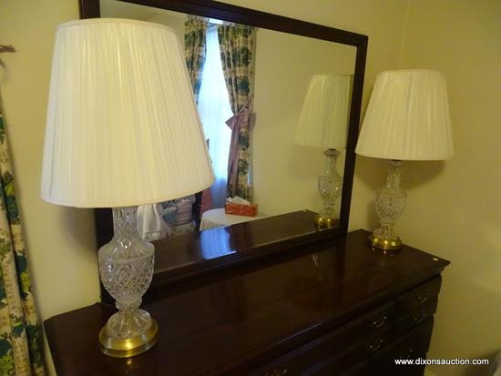 (BR) PAIR OF CUT GLASS TABLE LAMPS; 2 MATCHING TABLE LAMPS WITH CUT GLASS FAN DETAILING SITTING ON A
