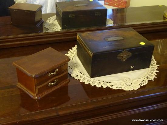 (BR) LOT OF ANTIQUE WOODEN JEWELRY BOXES; 2 PIECE LOT OF WOODEN JEWELRY BOXES TO INCLUDE A BOX WITH