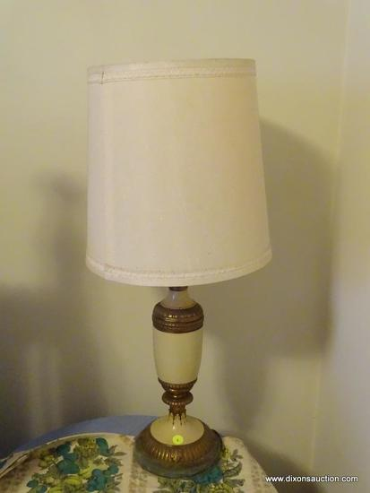 (BR) CERAMIC TABLE LAMP; CREAM AND BRONZE FINISH TABLE LAMP WITH LEAF AND FAN DETAILING. COMES WITH