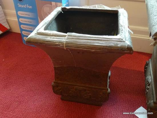 ALLEN ROTH SMALL 50.72 QT PLANTER, HAS PLASTIC WRAPPED AROUND THE NECK, AND LOOKS ALMOST NEW!