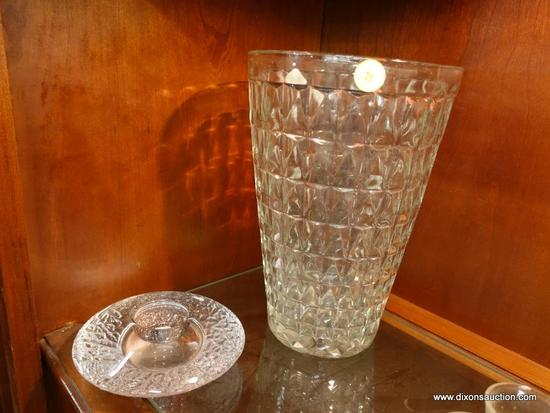 (R1) LOT OF DECORATIVE GLASS; 2 PIECE LOT TO INCLUDE A LARGE VASE (10 IN TALL) AND A CANDLE HOLDER.