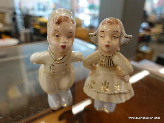 (R1) PAIR OF KISSING FIGURINES; 2 PIECE LOT OF MATCHING FIGURINES THAT KISS EACH OTHER. MEASURES 4.5