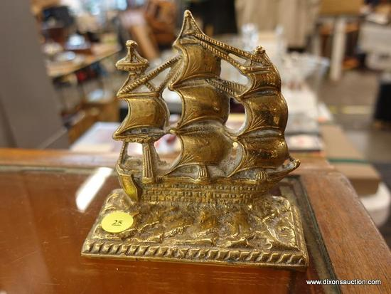 (R1) METAL BOOKEND; GOLD TONED METAL BOOKEND OF A LARGE 1600'S SHIP.