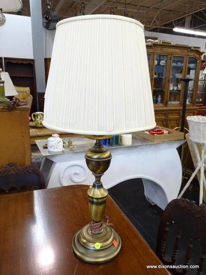 (R1) TABLE LAMP; CANDLESTICK STYLE URN SHAPED TABLE LAMP WITH A POLISHED BRASS FINISH. COMES WITH A