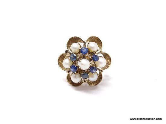 18K LADIES RING; YELLOW GOLD FLORAL LADIES RING WITH PEARL AND BLUE SAPPHIRE ACCENTS. CIRCA 1960'S.