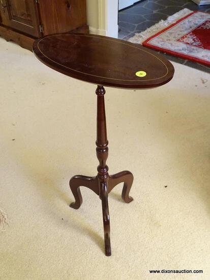 (LR) TILT-TOP LAMP TABLE; INLAID, MAHOGANY, PEDESTAL LAMP TABLE WITH A TILTING, OVAL TOP, A TURNED