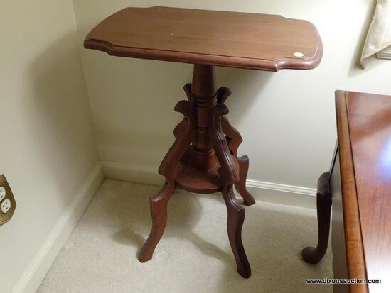 (LR) VICTORIAN TABLE; WALNUT VICTORIAN TABLE WITH A TURNED STEM AND 4 BRACKET DETAILED LEGS.