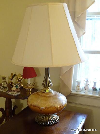 (LR) PAIR OF TABLE LAMPS; 2 PIECE SET OF BROWN GLAZED CERAMIC TABLE LAMPS WITH A BRASS, SHELL LIKE