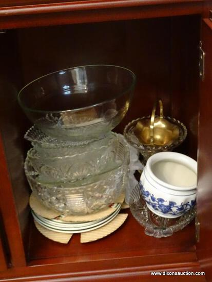 (DR) SHELF LOT; LOT INCLUDES- 6 GLASS SERVING BOWLS, 4 CHRISTMAS DESSERT PLATES, OVAL DIVIDED