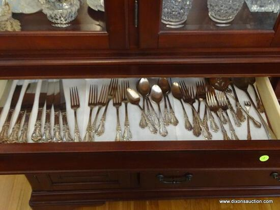 (DR) DRAWER LOT OF FLATWARE; LOT INCLUDES A PLACE SETTING FOR 7 OF WM ROGERS SILVER-PLATE FLATWARE