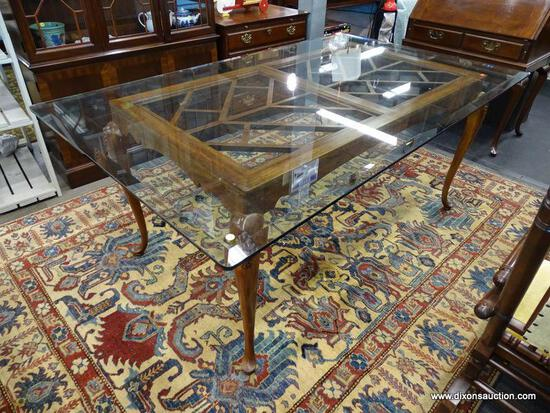 (R1) GLASS TOP DINING TABLE; QUEEN ANNE STYLE DINING TABLE WITH A THICK BEVELED GLASS TOP, A BRACKET