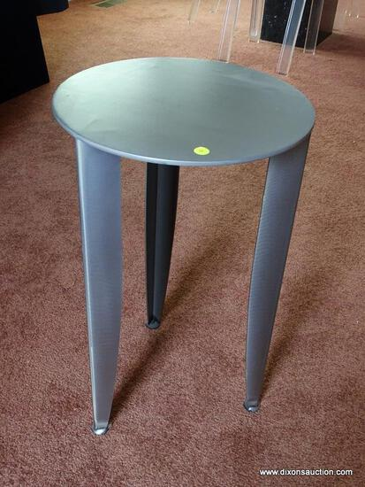 "(DR) MODERN LAMP TABLE; METAL, ROUND LAMP TABLE WITH 3 LEGS. MEASURES 24"" TALL WITH A 15"" DIAMETER."