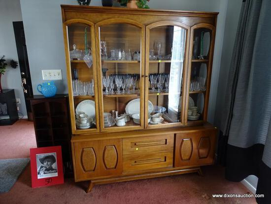 (DR) YOUNG MANUFACTURING CO. CHINA CABINET; MID CENTURY MODERN, 2 PC, WALNUT CHINA CABINET. HAS 2
