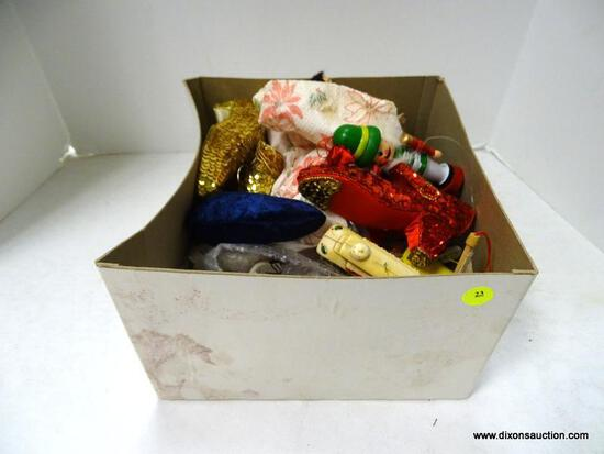 (BR) BOX LOT OF ASSORTED ORNAMENTS; LOT TO INCLUDE SEQUIN HEELS, A NUTCRACKER ORNAMENT, HORSE