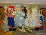 (DOLLRM) LOT OF ASSORTED CLOTH DOLLS; 20 PIECE LOT TO INCLUDE RAGGEDY ANN AND ANDY DOLLS, A BROWN