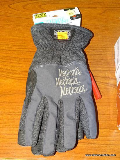 (R1) MECHANIX WEAR LARGE, BLACK POLYESTER, MEN'S INSULATED WINTER GLOVES. RETAILS FOR $29.98.