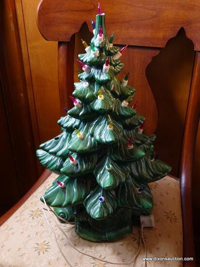 (FRM) TABLE CHRISTMAS TREE ; 17 INCH CERAMIC TABLETOP LIGHT UP CHRISTMAS TREE