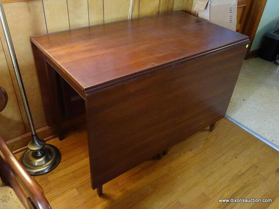 (FRM) HENKEL-HARRIS TABLE; HENKEL HARRIS CHERRY HEPPLEWHITE DROP LEAF DINING TABLE- EXCELLENT
