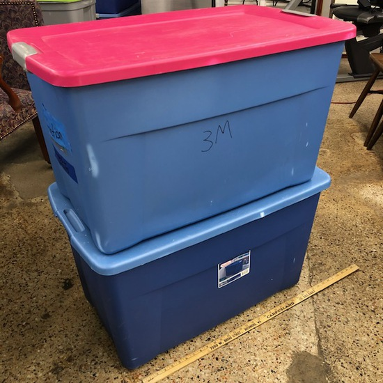 2 LARGE ROLLING PLASTIC STORAGE BINS WITH LIDS