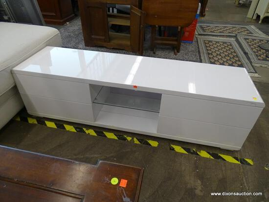 MODERN ENTERTAINMENT STAND IN WHITE WITH CURVED EDGES, 4 DRAWERS (2 ON EITHER SIDE) AND A CENTER