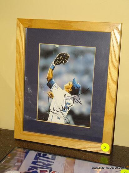 (BAS) FRAMED, MATTED, AND AUTOGRAPHED PHOTO OF GEORGE BRETT (KANSAS CITY ROYALS) IN A PINE FRAME