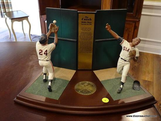 "(BAS) THE DANBURY MINT ""THE CATCH"" WILLIE MAYS FIGURINE FROM THE BASEBALL'S GREATEST MOMENTS SERIES."