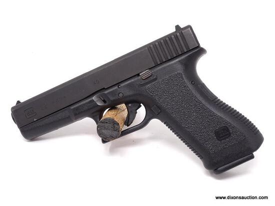 GLOCK 22 AUSTRIA .40 S&W. SERIAL #NR022. COMES WITH (1) MAGAZINE & HOLSTER.