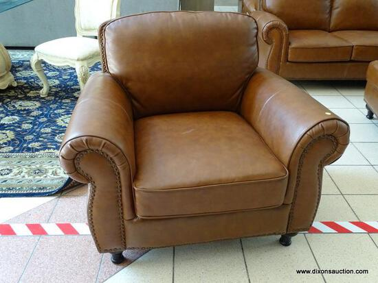 BRAND NEW ABBYSON TOP GRAIN LEATHER ARMCHAIR WITH BRASS STUDDED ACCENTS AND ROLLED ARMS. MEASURES 40