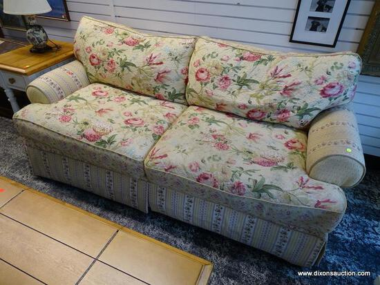 (R1) SAMUEL FREDERICK FINE FURNITURE CO. FLORAL UPHOLSTERED 3 CUSHION SOFA WITH LABEL. MEASURES 80