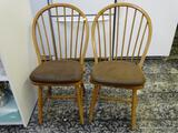 (R1) SET OF 2 OAK WINDSOR PLANK BOTTOM SIDE CHAIRS WITH LEATHER UPHOLSTERED SEAT CUSHIONS. EACH