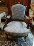(R1) MAHOGANY AND BLUE UPHOLSTERED ARM CHAIR WITH UPHOLSTERED SEAT, BACK, AND ARMS. HAS A GOLD