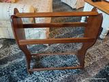 (R1) PINE QUILT RACK WITH 3 RUNGS FOR HANGING QUILTS/BLANKETS/ETC. MEASURES 28 IN X 10 IN X 33 IN.