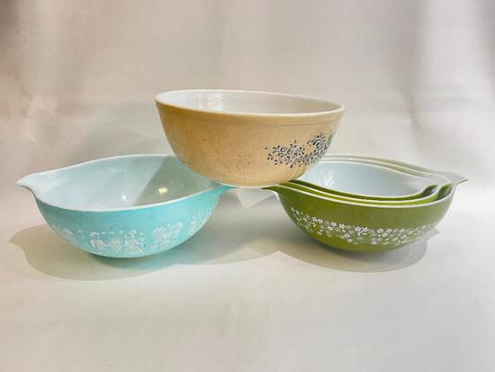 (S12L) PYREX CINDERELLA BUTTERPRINT AMISH TURQUOISE MIXING BOWL (HAS CHIPS); SET OF THREE SPRING