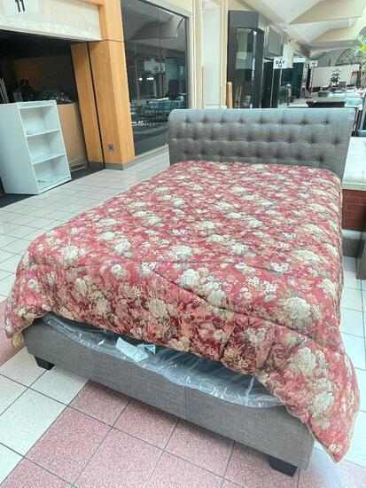 (S12L) JCPENNEY HOME COLLECTION LUXURIOUS BROCADE FLORAL QUEEN COMFORTER BEDSPREAD (DRY CLEANED,