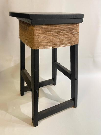 (S11K) RUSTIC CHIC PAINTED STOOL
