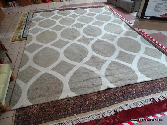 MODERN MACHINE MADE BEIGE AND WHITE AREA RUG FROM CRATE & BARREL. MEASURES APPROXIMATELY 11 FT 8 IN