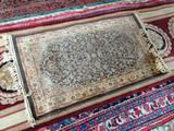 MACHINE MADE ORIENTAL STYLE RUG IN BROWN, RUST, AND IVORY. SHOWS WEAR. MEASURES APPROXIMATE 2 FT 2
