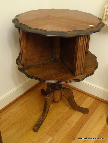 (DR) MAHOGANY DUNCAN PHYFE STYLE PIE CRUST TOP TABLE WITH LOWER SHELVES FOR BOOKS, VERY GOOD