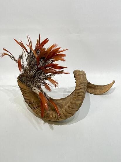 (9I) 15 INCH RAMS HORN AND FEATHERS HARVEST AUTUMN TABLE CENTERPIECE