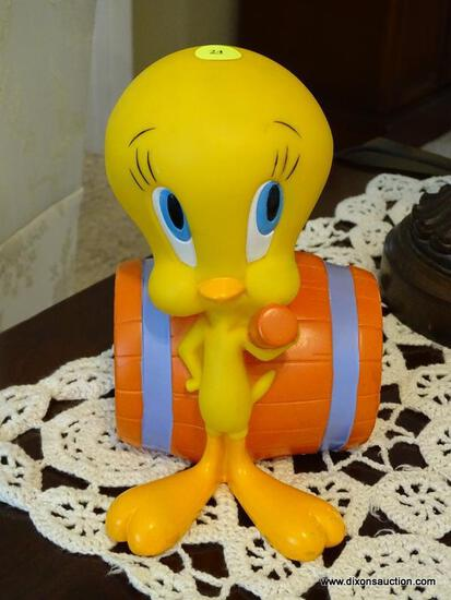 (FR) TWEETY BIRD COLLECTIBLE COIN BANK. MADE FROM HARD PLASTIC.