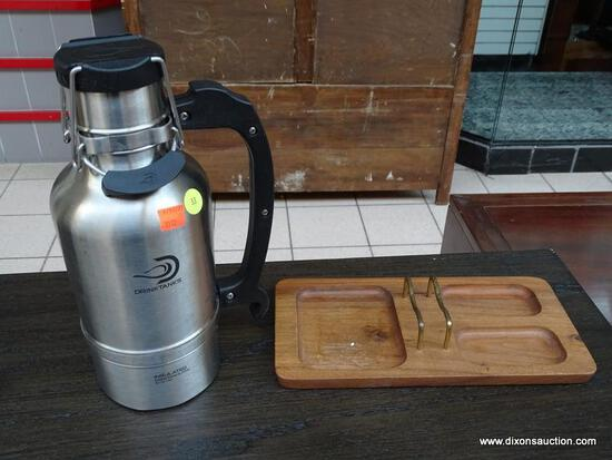 (R1) DRINK TANKS INSULATED LOCKING LID THERMOS WITH HANDLE. ALSO INCLUDES A WOODEN ORGANIZING TRAY.