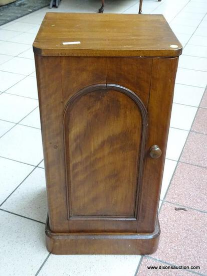(R1) ANTIQUE SINGLE DOOR NIGHTSTAND/END TABLE WITH BRASS PULL. IS 1 OF A PAIR. MEASURES 15 IN X 15
