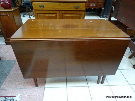 (R1) SUTERS CHERRY DROP-SIDE DINING TABLE WITH HEPPLEWHITE LEGS. WITH SIDES DOWN MEASURES 26 IN X 46