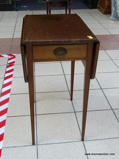 (R3) SUTERS SOLID MAHOGANY SINGLE DRAWER PEMBROKE TABLE WITH HEPPLEWHITE LEGS. IS 1 OF A PAIR. WITH