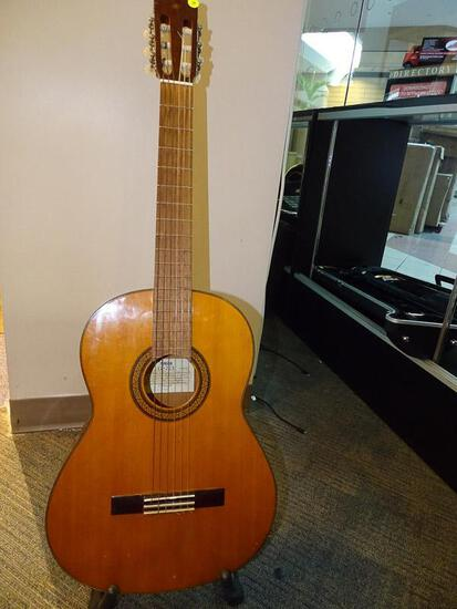 (SC) YAMAHA ACOUSTIC GUITAR. MODEL G-225. ITEM IS SOLD AS IS WHERE IS WITH NO GUARANTEES OR