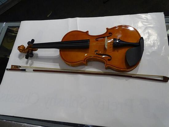 (SC) UNNAMED 4/4 VIOLIN WITH BOW AND HARD CASE. NEEDS 1 STRING. ITEM IS SOLD AS IS WHERE IS WITH NO