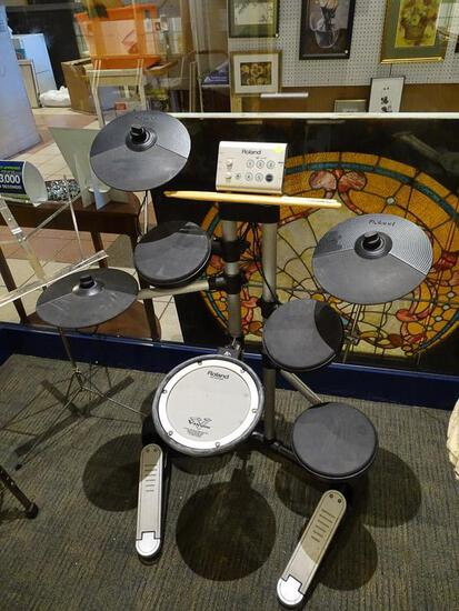 (SC) ROLAND ELECTRIC DRUM SET. HAS CORDS. ITEM IS SOLD AS IS WHERE IS WITH NO GUARANTEE OR WARRANTY.