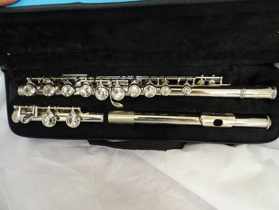(SC) SKY USA FLUTE WITH HARD CASE. ITEM IS SOLD AS IS WHERE IS WITH NO GUARANTEES OR WARRANTY. NO